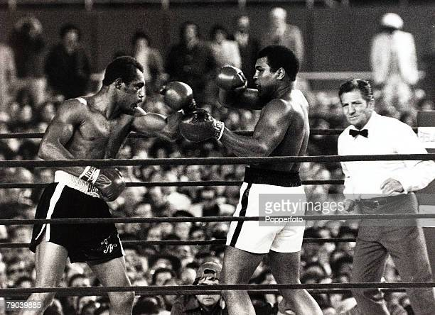 Sport Boxing Yankee Stadium New York USA 28th September 1976 Heavyweight Championship of the World Muhammad Ali is pictured on his way to retaining...