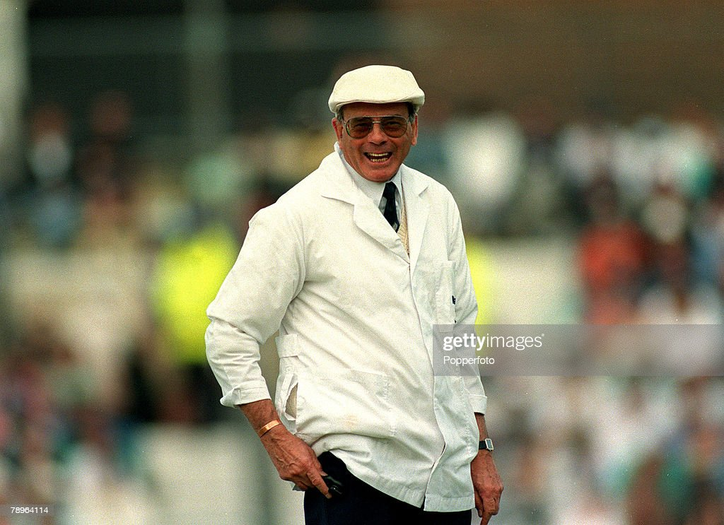 """Sport. Cricket. pic: 26th May 1995. Texaco Trophy at the Oval. Test Umpire Harold """"Dickie"""" Bird. : News Photo"""