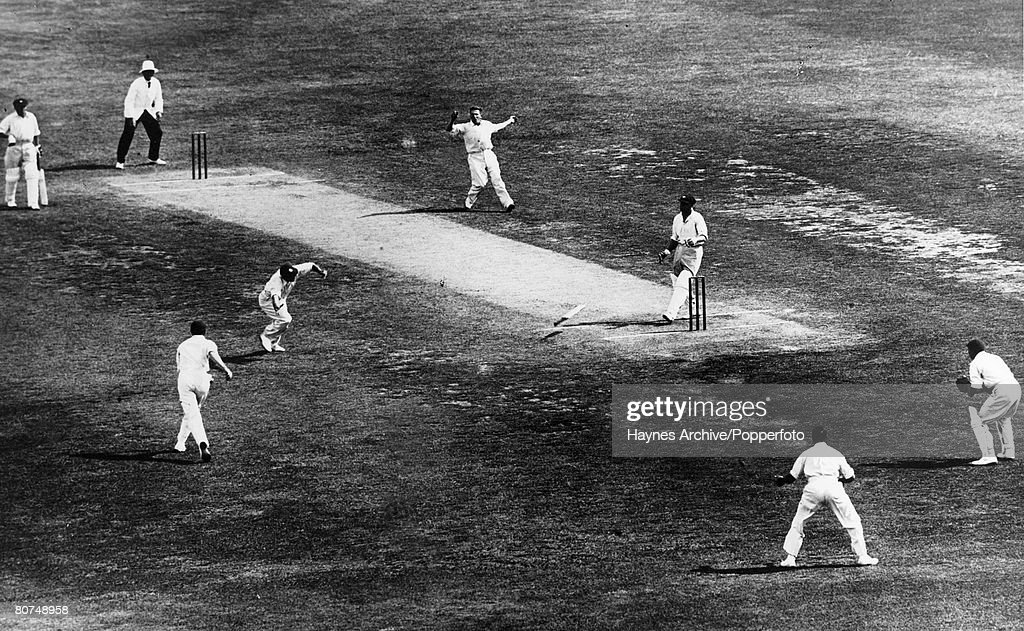 """Sport Cricket. pic: January 1933. Adelaide. 3rd Test Match. England beat Australia by 338 runs. Australia batsman Bill Woodfull loses his bat whilst playing a delivery from England fast bowler Harold Larwood during the infamous """"Bodyline"""" series. : News Photo"""
