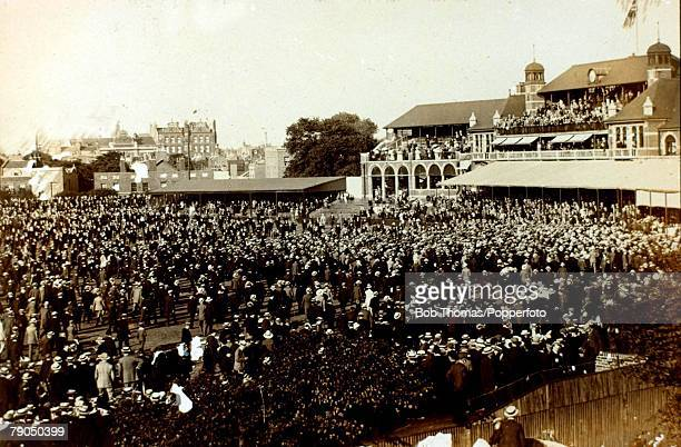 Sport Cricket The Kennington Oval London The Ashes 5th Test match England v Australia Match drawn The crowd invade the pitch at the end of the match