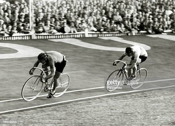 Sport Cycling 1948 Olympic Games Herne Hill England 9th August 19481000 metres Sprint Italy's Mario Ghella leads Great Britain's Reh Harris in the...