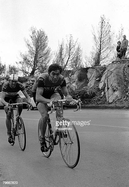 Sport, Cycling, Italy, 22nd March 1971, Milan to San Remo Classic, Belgium's Eddie Merckx is pictured leading from Sweden's Gosta Pettersson on his...