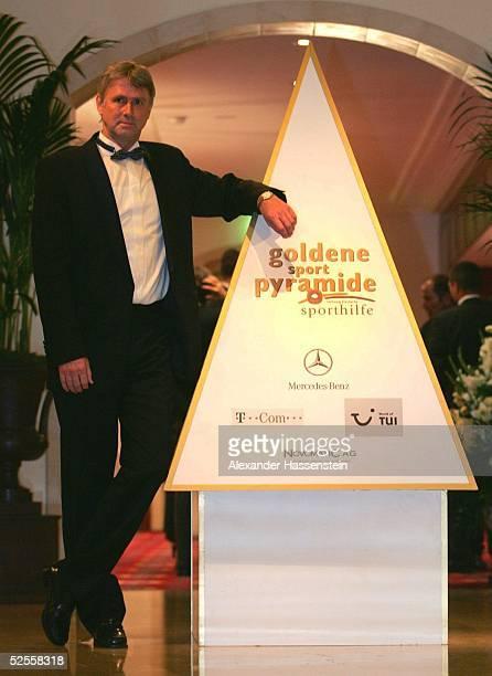 Sport / Diverse Goldene Sportpyramide 2004 Berlin Roland MATTHES Preistraeger Goldene Sportpyramide 04