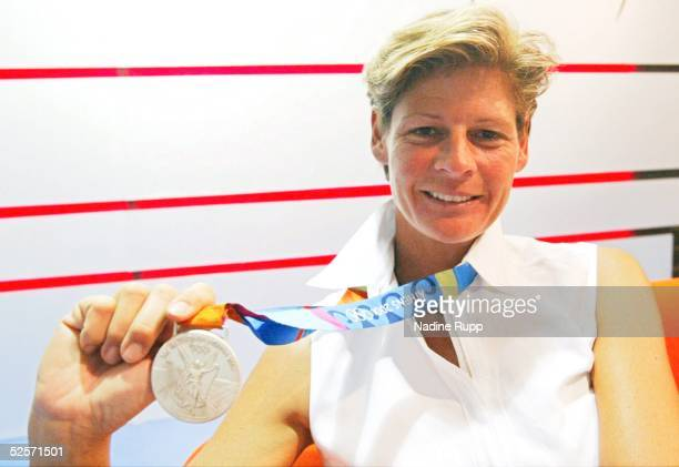 Sport / Diverses Olympische Spiele Athen 2004 Athen Deutsches Haus / Feature Pferdesport / Dressur Ulla SALZGEBER / GER Silber in der Einzelwertung...