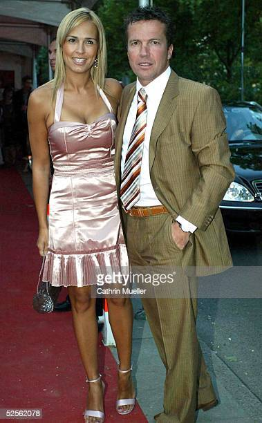 Sport / Diverses Sportbild Award 2004 Hamburg Lothar MATTHAEUS mit seiner Frau Marijana 090804