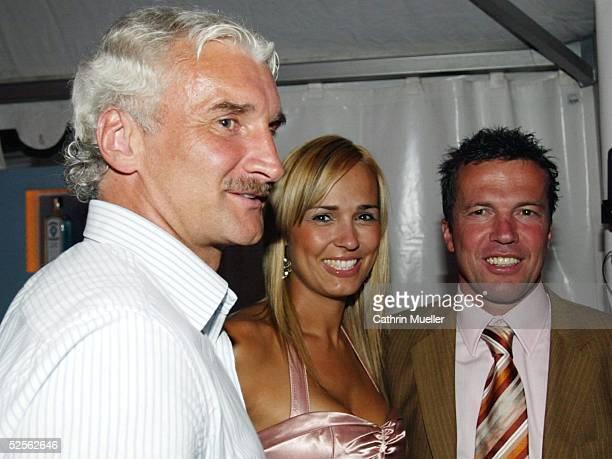 Sport / Diverses Sportbild Award 2004 Hamburg Rudi VOELLER / ehemaliger DFB Teamchef Lothar MATTHAEUS mit seiner Frau Marijana 090804