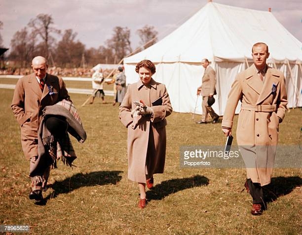 Sport Equestrian England Badminton Horse Trials Queen Elizabeth II and Prince Philip the Duke of Edinburgh are pictured with Lt/Col Gordon Cox the...