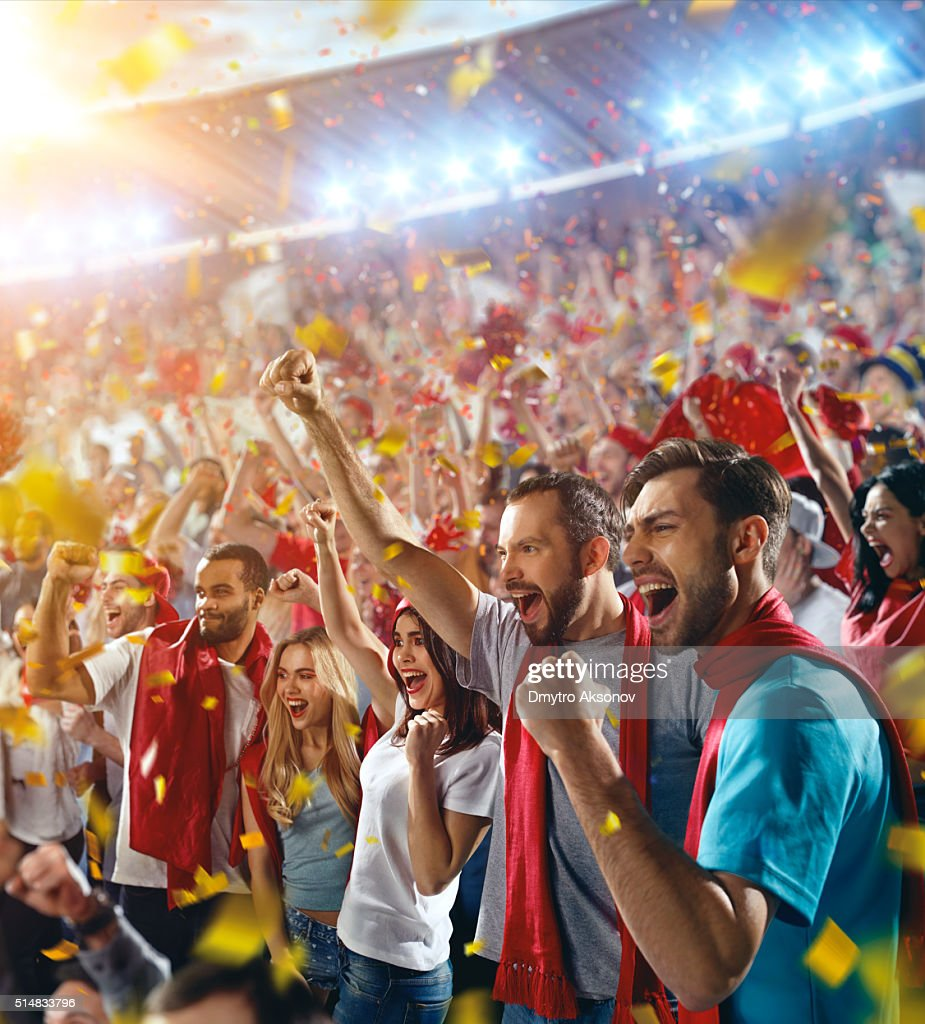 Sport fans: Happy cheering friends : Stockfoto
