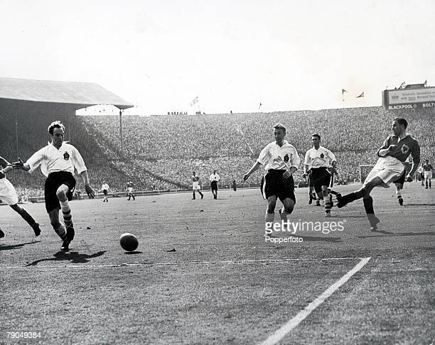 Sport, Football, 1953 FA Cup Final, Wembley Stadium, 2nd May Blackpool 4 v Bolton Wanderers 3, Blackpool's Stan Mortensen hammers in his side's first...