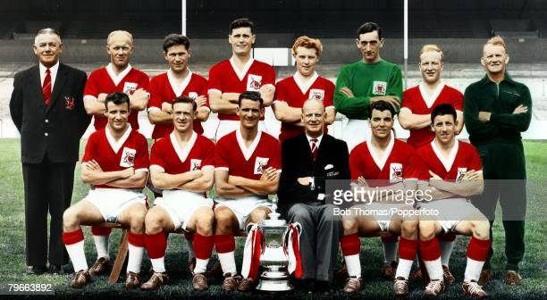 Sport Football 1959 FACup Final Nottingham Forest 2v Luton Town The Nottingham Forest team Back row LR GNoel Watson HonSecretary and Treasurer WWhare...
