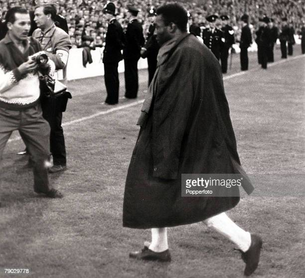Sport Football 1966 World Cup Finals Goodison Park Liverpool England 19th July 1966 Group 3 Brazil 1 v Portugal 3 Brazil star Pele leaves the field...