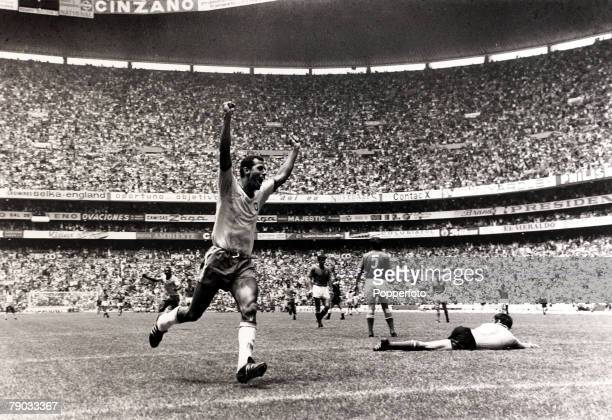 Sport Football 1970 World Cup Final Mexico City 21st June 1970 Brazil 4 v Italy 1 Brazil captain Carlos Alberto rounds of a great team display by...
