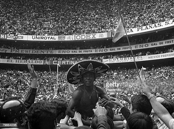 Sport Football 1970 World Cup Final Mexico City Mexico 21st June 1970 Brazil 4 v Italy 1 Brazil's Pele is chaired off the Azteca Stadium pitch...