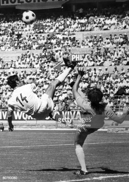 Sport Football 1970 World Cup Finals Guadalajara Mexico 11th June Group 3 England 1 v Czechoslovakia 0 England striker Jeff Astle in a high kicking...