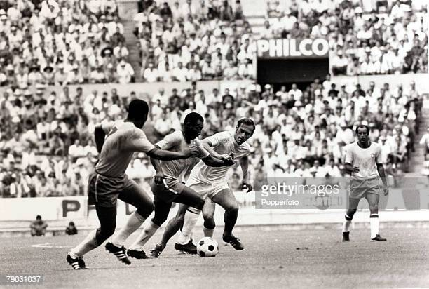 Sport, Football, 1970 World Cup Finals, Guadalajara, Mexico, 3rd June 1970, Group 3, Brazil 4 v Czechoslovakia 1, Brazil's Pele on the attack with...
