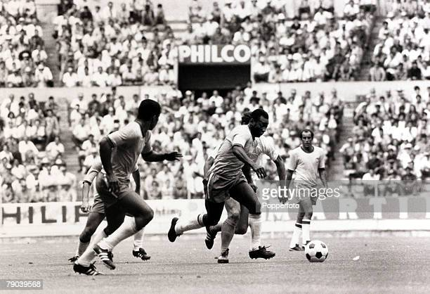 Sport, Football, 1970 World Cup Finals in Mexico, 3rd June 1970, Brazil v Czechoslovakia in Guadalajara, Brazil's Pele on the ball with Jairzinho in...