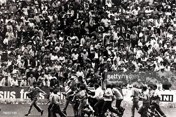 Sport Football 1970 World Cup Finals in Mexico Final in Mexico City Brazil4v Italy Brazil's Jairzinho is carried on the shoulders of excited fans...