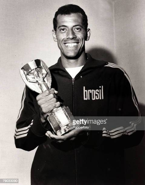 Sport, Football, 1970 World Cup Finals, Mexico City, World Cup Final, 22nd June 1970, Brazil 4 v Italy 1, Brazil captain Carlos Alberto holds the...
