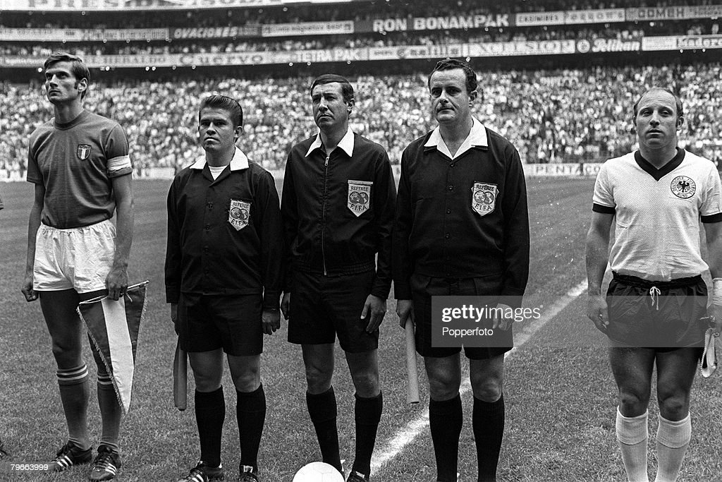 Sport, Football, 1970 World Cup Semi Final, Mexico City, Mexico, 17th June 1970, Italy 4 v West Germany 3, Italian captain Giacinto Facchetti (left) stands with West German captain Uwe Seeler (right) with the match officials before the match : News Photo