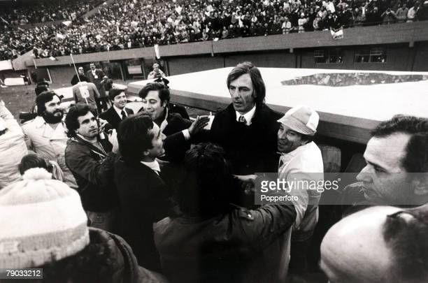 Sport Football 1978 World Cup Final Buenos Aires 25th June 1978 Argentina 3 v Holland 1 Argentina Coach Cesar Menotti surrounded by the press as...