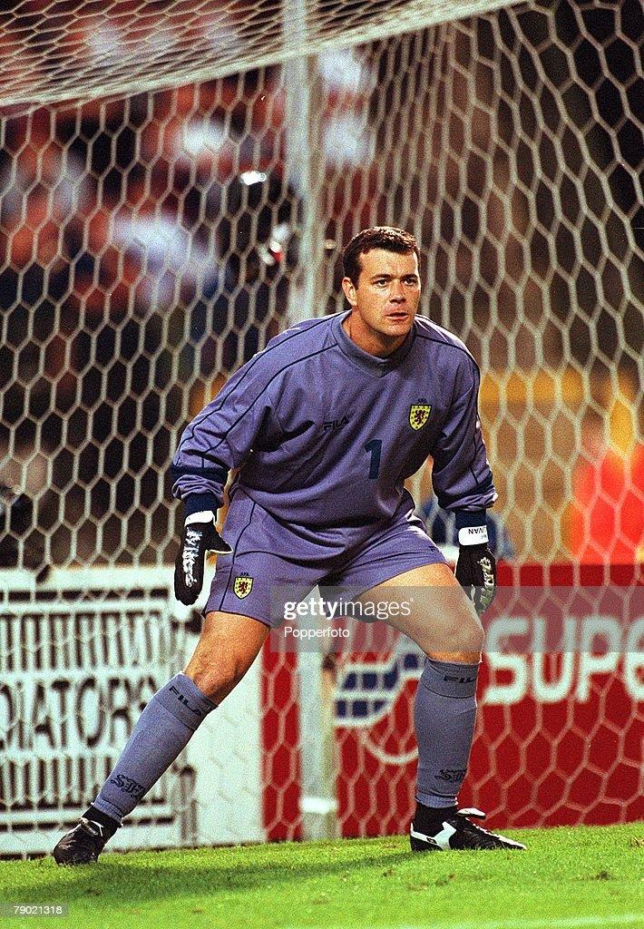 Sport, Football, 2002 World Cup Qualifier, Group 6, Brussels, 5th September 2001, Belgium 2 v Scotland 0, Scotland goalkeeper Neil Sullivan