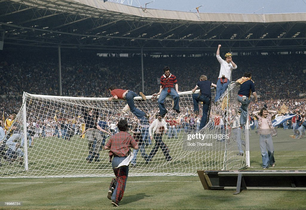 Sport, Football, 4th June 1977, Wembley Stadium, London, England 1 v Scotland 2, Scottish fans invade the pitch and wreck the goalposts after beating England in the Home International match