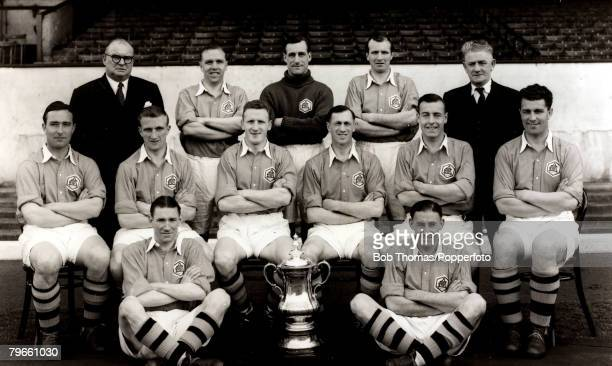 Sport Football Arsenal FC Arsenal FACup winners 1950 Back row LR TJWhittaker MBE LScott GHSwindin WBarnes WMilne Middle row LR Denis Compton PGoring...