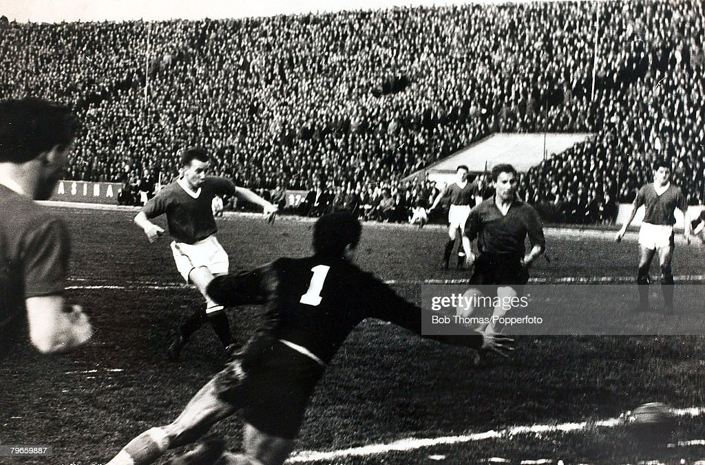 Sport, Football, Belgrade, Yugoslavia, 5th February 1958, European Cup Quarter Final, Second Leg, Red Star Belgrade 3 v Manchester United 3 (Manchester United won the tie 5-4 on aggregate), Manchester United's Bobby Charlton (second left) in action as he  : News Photo