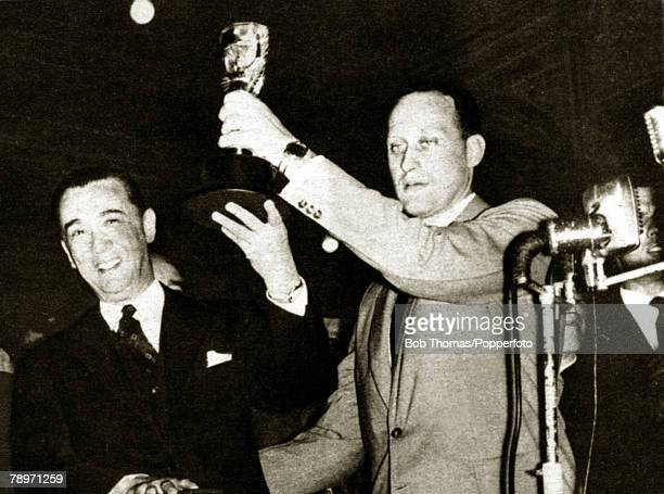 Sport Football Brazil's Joao Havelange hoists the Jules Rimet trophy assisted by the country's President Juscelino Kubitschek after the Brazilian...