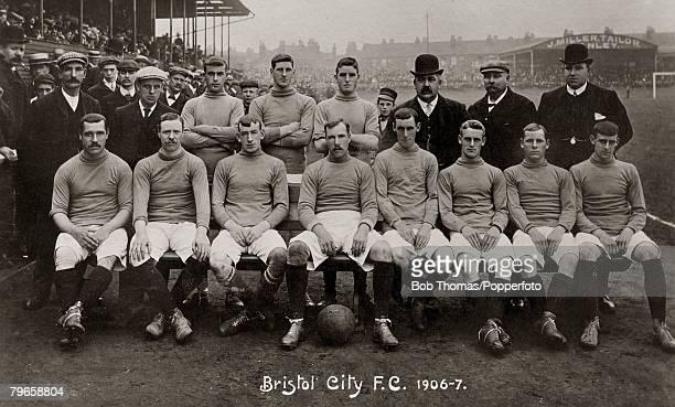 Sport Football Bristol City 19061907 Back row lr RBatten FStaniforth RMarr AAnnan FCottle FBacon FV Sorway HHickett Manager Front row lr WBennett...