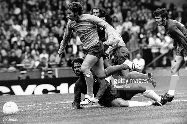 Sport Football Charity Shield London England 8th August 1976 Everton 2 v Chelsea 1 Evertons Alan Ball skips around Chelseas grounded David Webb...