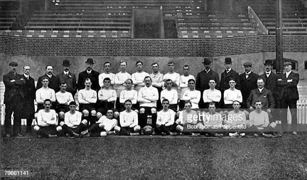 Sport, Football, circa 1905, The Fulham F,C, team for the 1905-1906 season pose together for a group photograph, Back row, L-R: Stuttard, , Mr, Hall,...
