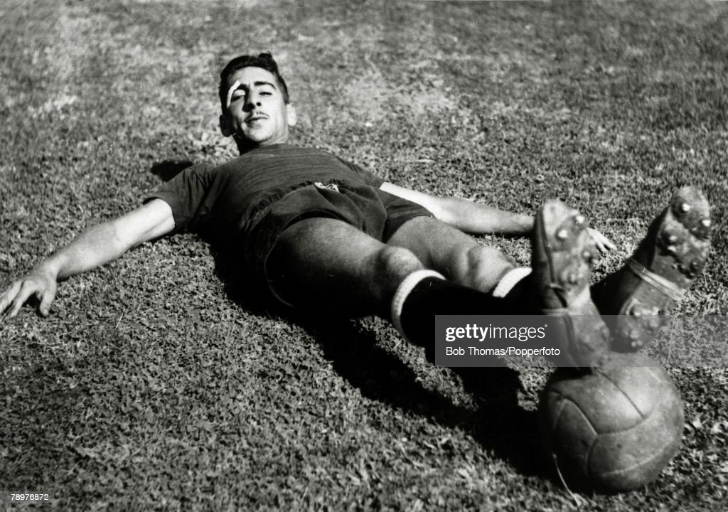 Sport. Football. circa 1950. Alcides Edgardo Ghiggia, Uruguay. He scored the goal that won the 1950 World Cup when Uruguay defeated Brazil in the Maracana Stadium, Rio de Janeiro in front of an estimated 200,000 fans. Born 22nd December 1926; 12 appearanc : News Photo