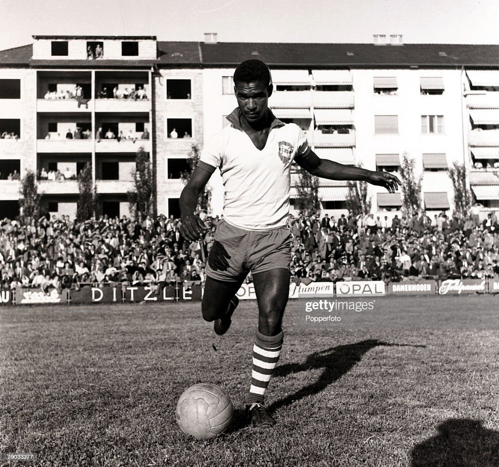 Sport, Football, circa 1960, Brazil's international star Didi pictured before a game, Didi was one of the most famous of Brazilian players, and represented his country at 3 World Cups, playing in the World Cup winning Brazilian sides of 1958 and 1962