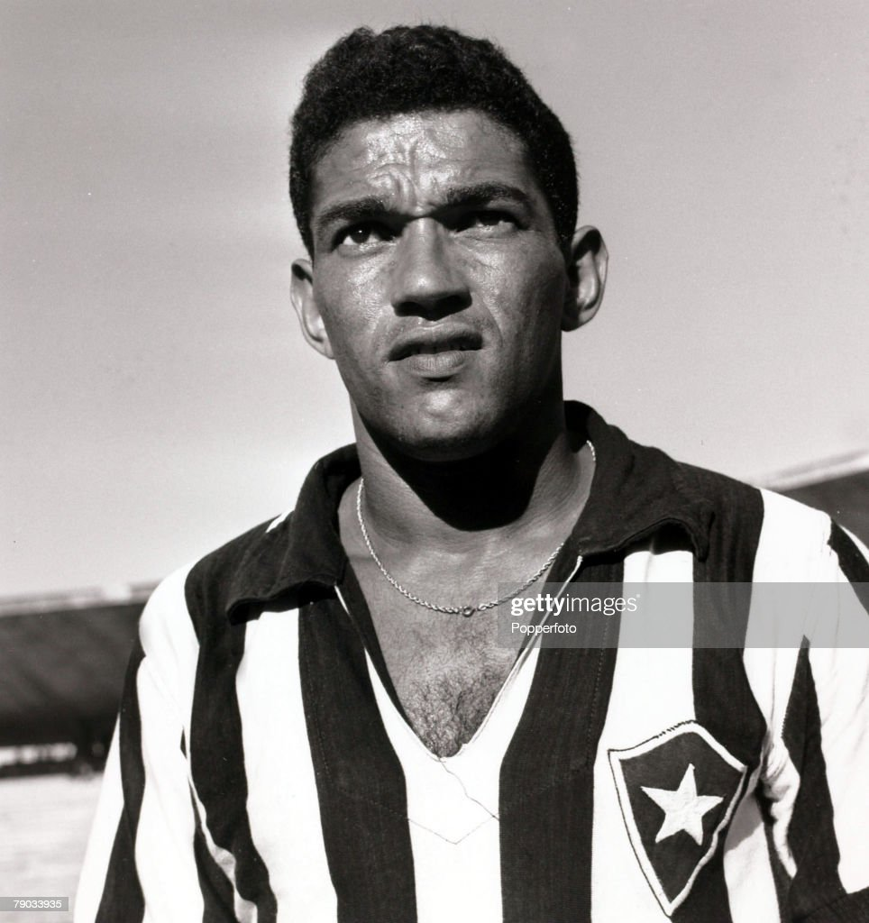 Sport. Football. circa 1962. Brazil star Garrincha pictured in his Botafogo club strip. He played 60 times for Brazil and with he and Pele in the team the national side never lost, his first international defeat occurred in his last game for Brazil in the : Fotografía de noticias