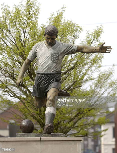 Sport Football Dudley Former Manchester United and England legend Duncan Edwards as depicted by sculptor James Butler in the towns Market Square The...