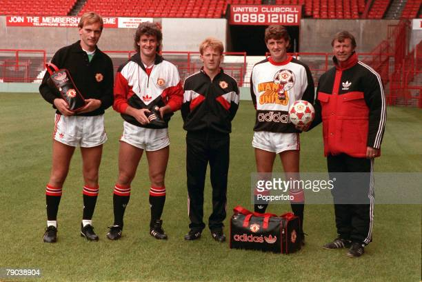 Sport Football England August 1988 Manchester United Manager Alex Ferguson poses with players LR Jim Leighton Mark Hughes Gordon Strachan and Steve...
