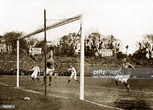 Sport Football English FA Cup Final Crystal Palace London England 24th April 1909 Manchester United 1 v Bristol City 0 Manchester United's Sandy...