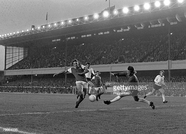 Sport Football English League Division One London England 24th August 1971 Arsenal 0 v Sheffield United 1 Arsenal's John Radford shoots wide of...