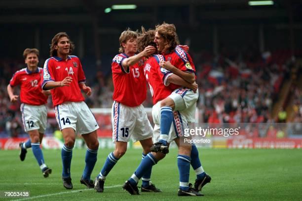 Sport, Football, European Championship, 19th,June 1996, Russia 3 v Czech, Republic 3, , Jan Suchoparekt scores the 1st, goal for the Czech, Republic