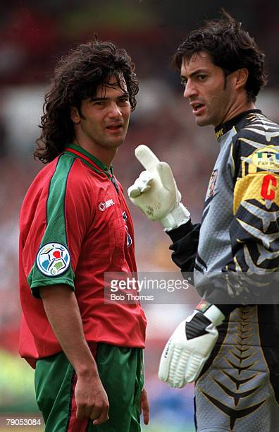 Sport Football European Championship 19thJune Croatia 0 v Portugal 3 Portugal's Vitor Baia and Fernando Couto chat during the game