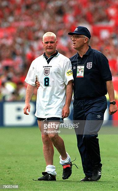 Sport, Football, European Championships, 8th, June 1996, , England 1 v 1 Switzerland, Paul Gascoigne, England, walks off the pitch