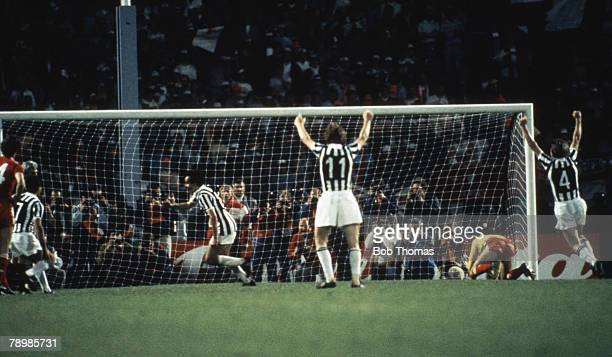 Sport, Football, European Cup Final, Brussels, 29th May 1985, Liverpool 0 v Juventus 1, Michel Platini of Juventus scores a goal from the penalty spot