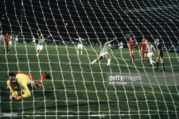 Sport Football European Cup Final Brussels 29th May 1985 Liverpool 0 v Juventus 1 Michel Platini of Juventus scores from the penalty spot