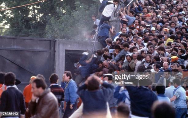 Sport Football European Cup Final Brussels 29th May 1985 Liverpool 0 v Juventus 1 Juventus fans crushed against the supporting wall of the stand