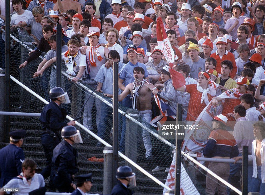 Sport. Football. European Cup Final. Brussels. 29th May 1985. Liverpool 0 v Juventus 1. Liverpool fans begin to riot before the start of the match. : Nachrichtenfoto