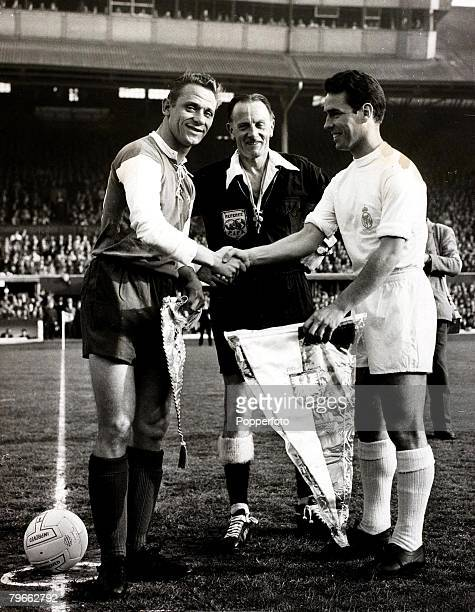 Sport Football European Cup Final Hampden Park Glasgow 18th May 1960 Real Madrid 7 v Eintracht Frankfurt 3 Real Madrid s captain Zarraga exchanges...