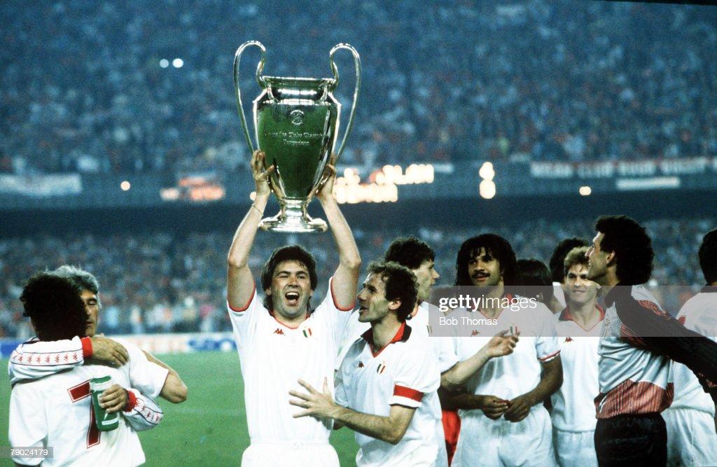 Sport. Football. European Cup Final. Nou Camp, Barcelona, Spain. 24th May 1989. AC Milan 4 v Steaua Bucharest 0. AC Milan's Carlo Ancelotti holds the trophy aloft with his team-mates. : News Photo