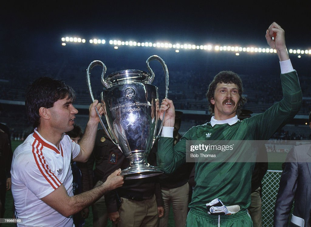 Sport, Football, European Cup Final, Seville, 7th May 1986, Steaua Bucharest 0 v Barcelona 0 ( After Extra Time) Steaua won 2 - 0 on penalties, Bucharest's Anghel Iordanescu (left) and goalkeeper Ducadam hold aloft the trophy