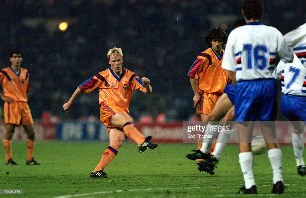 Sport. Football. European Cup Final. Wembley, London, England. 20th May 1992. Barcelona 1 v Sampdoria 0 (after extra time). Barcelona's Ronald Koeman scores the winning goal direct from a free-kick. : Foto di attualità
